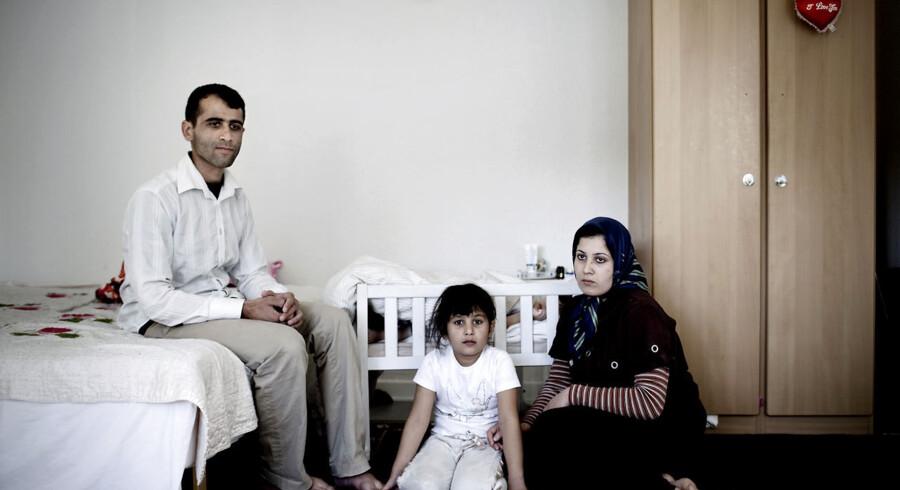 Familien her bor på Asylcenter Rødby. Fra venstre er det Said, 30 år, Fatima 7 år, Zeinab på 10 måneder krybben og Mojgan på 24 år.