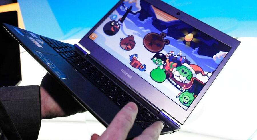 Let, lang batteritid, hurtig opstart, gode hestekræfter... Ultrabook-PCer som denne fra Toshiba står nu til at falde i pris, og det kan give flere sådan en i hænderne. Arkivfoto: David Becker, AFP/Scanpix