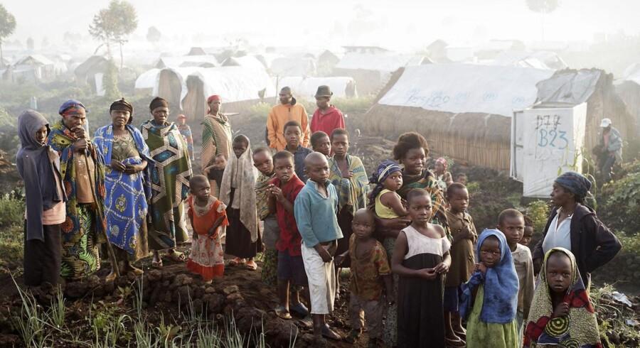 Internt fordrevne congolesere i en FN-flygtningelejr nær Goma i det østlige Congo, hvor konflikten mellem oprørsgrupper og nationalhæren hærger. Ifølge de seneste tal fra FN's flygtningeorganisation UNHCR er der 1,7 millioner internt fordrevne i landet, som flere danske pensionsselskaber via statsobligationer yder lån til.