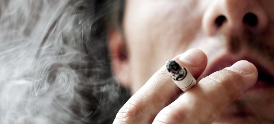 ARKIV. Et flertal af danskerne foretrækker nu at ryge i det fri.