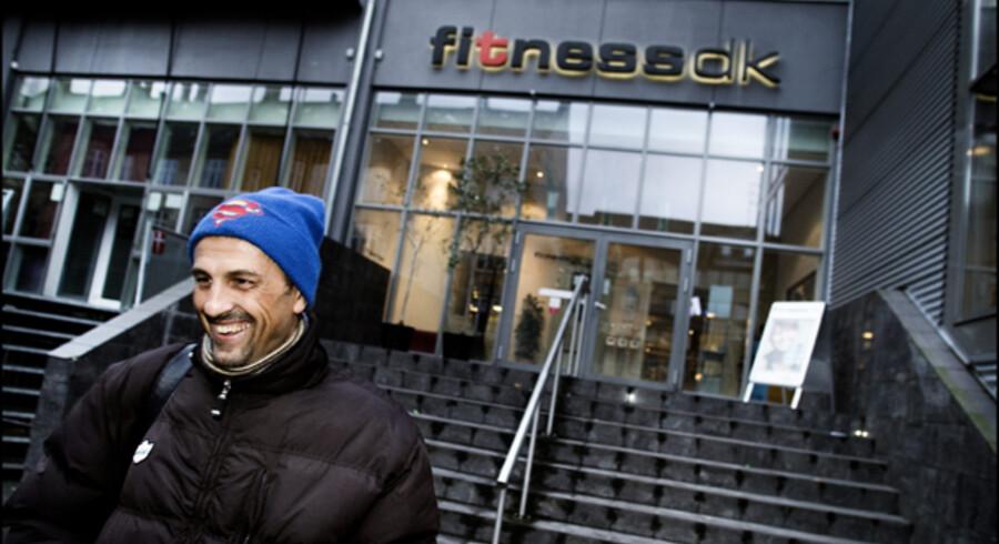 Kunderne i de danske fitness-centre har grund til at smile, fordi konkurrencen er blevet hårdere og presset på priserne skærpet. Men bundlinjerne er pressede, og det kan også presse værdien af bl.a. Fitnessdk-kæden.