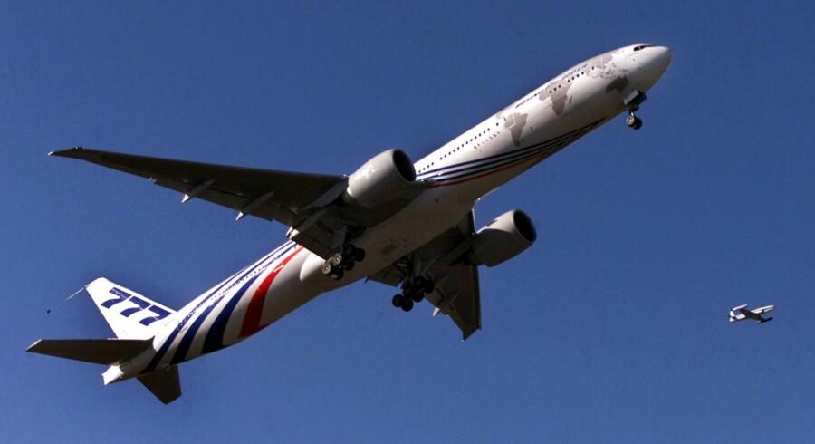 Her ses en Boeing 777-300ER i luften ved Everett, Washington.