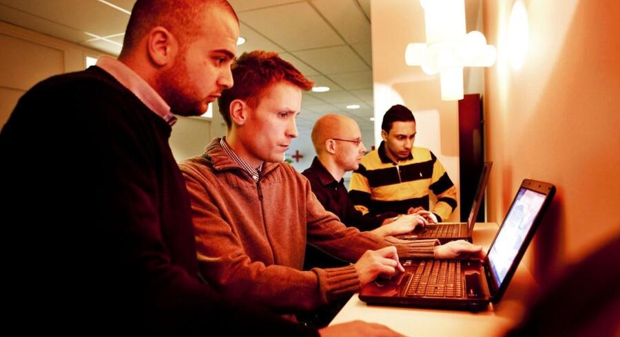 der bliver flere job at søge på nettet.