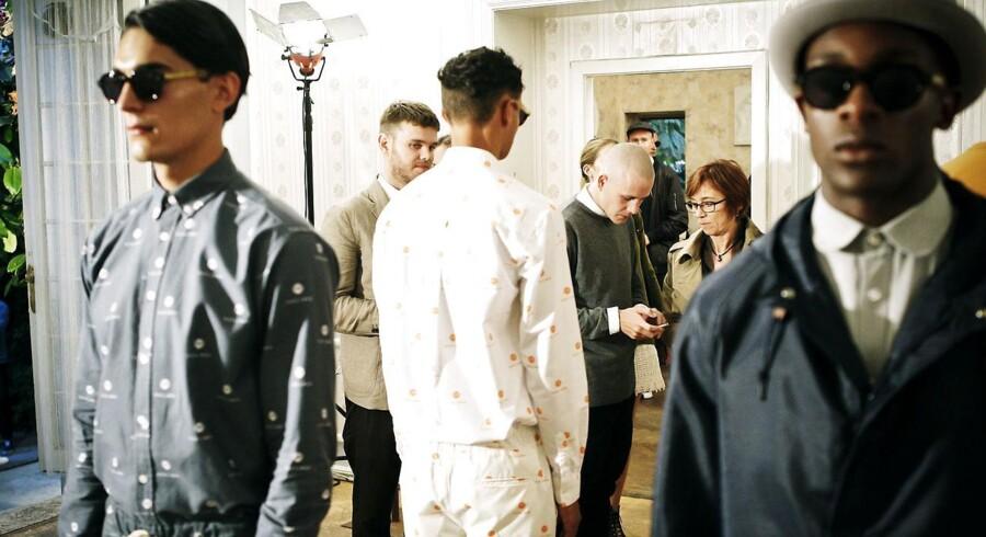Soulland havde valgt at lade modellerne stå stille som mannequindukker, så publikum komme helt tæt på tøjet.