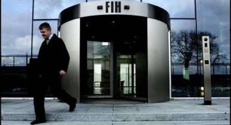 FIH Erhvervsbank kastede sig ud i nye ejendomsbelåninger med tvivlsom sikkerhed blot få måneder efter, at staten var ilet den kriseramte bank til hjælp.