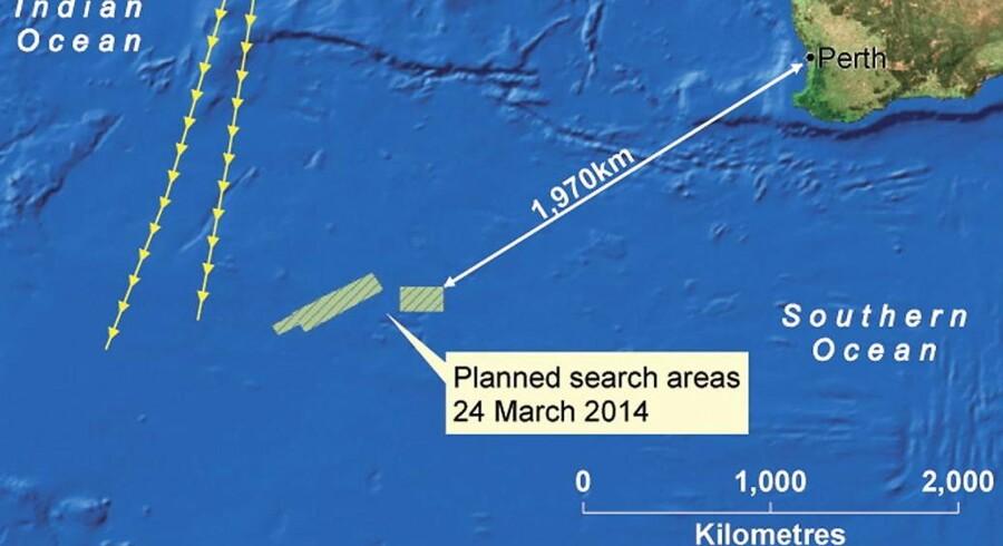 På kortet ses de områder i Det Indiske Ocean, hvor der ledes efter det forsvundne fly i løbet af mandagen.