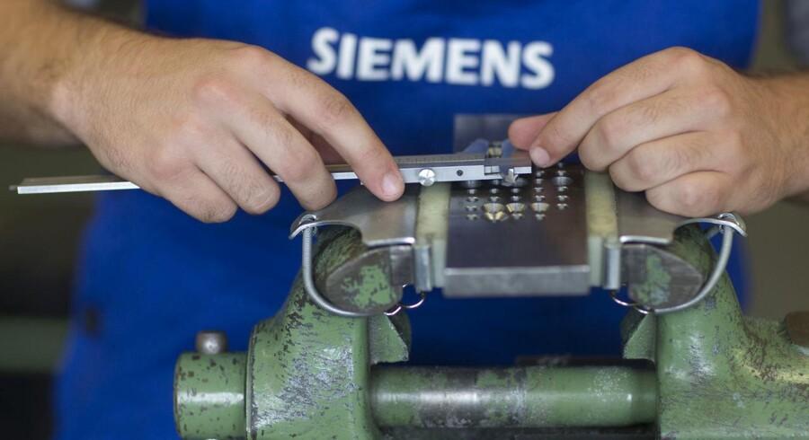 Siemens beskæftiger i alt 370.000 ansatte på verdensplan - nu ryger omkring 15.000 stillinger.