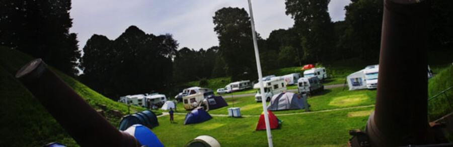 De danske  campingpladser har det godt, og der er god grund til at bevare humøret. Når danskerne holder ferie hjemme, plejer det at betyde flere campister.
