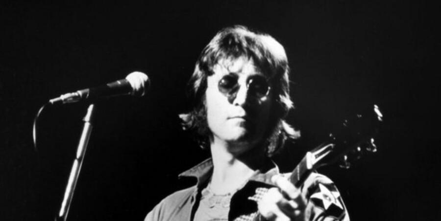 e757d46f6ead Lennon-briller til salg for skyhøjt beløb