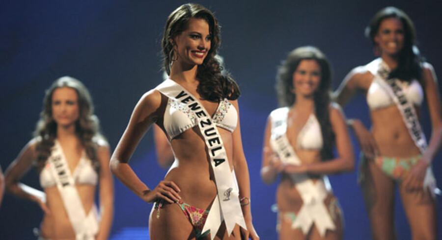 Det var sjette gang en kvinde fra Venezuela blev kåret som verdens smukkeste, da Stefania Fernandez blev Miss Universe 2009 - og det var første gang et land fik titlen to år i træk.