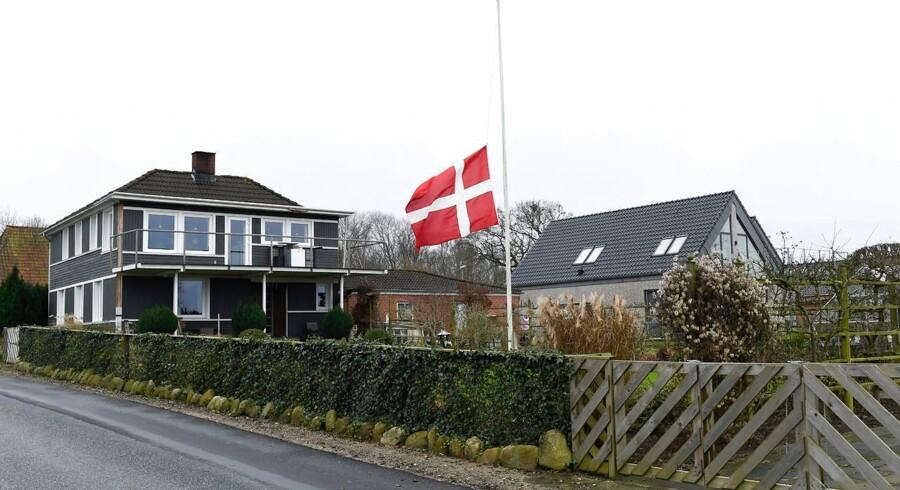 Naboer flager på halv efter fyrværkeriulykken, der bl.a. kostede en 37-årig far livet nytårsnat.