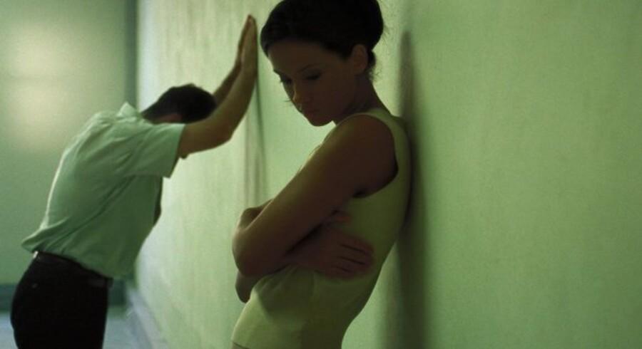 At være tvunget til at blive boende under samme tag midt i en skilsmisse kan være en næsten ubærlig situation.