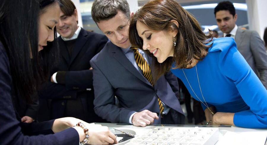 Kronprinsparret besøger Pandoras forretning i Hong Kong i december 2012.