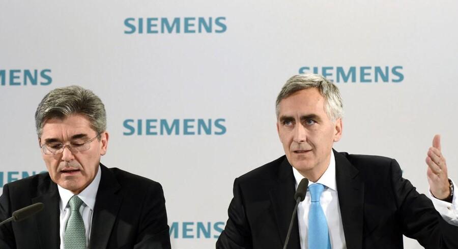 Peter Löscher (til højre) får silkesnoren som chef for industrigiganten Siemens, og hans afløser kan blive manden til venstre, finansdirektør Josef Käser.
