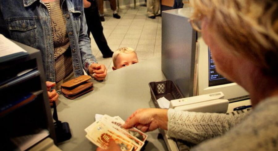 Små kopper har også ører, men det kan være svært at forstå det kedelige voksensnak, de taler om i banken.