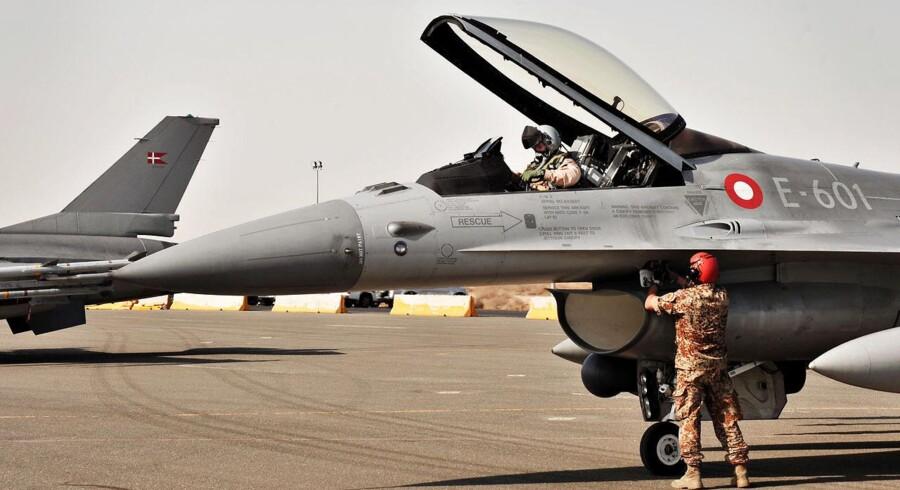 Danske F16-fly på basen i Kuwait, hvorfra de nu opererer i aktionen mod Islamisk Stat.