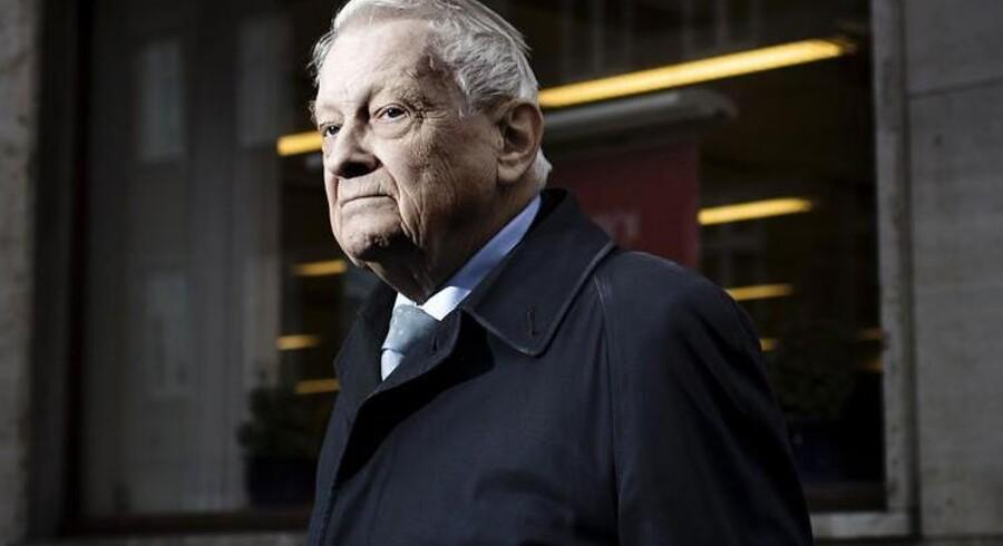 Kjeld Christiansens filial af Danske Bank lukker for kassebetjeningen. Mange ældre får store problemer, når bankerne lukker for kassebetjeningen.