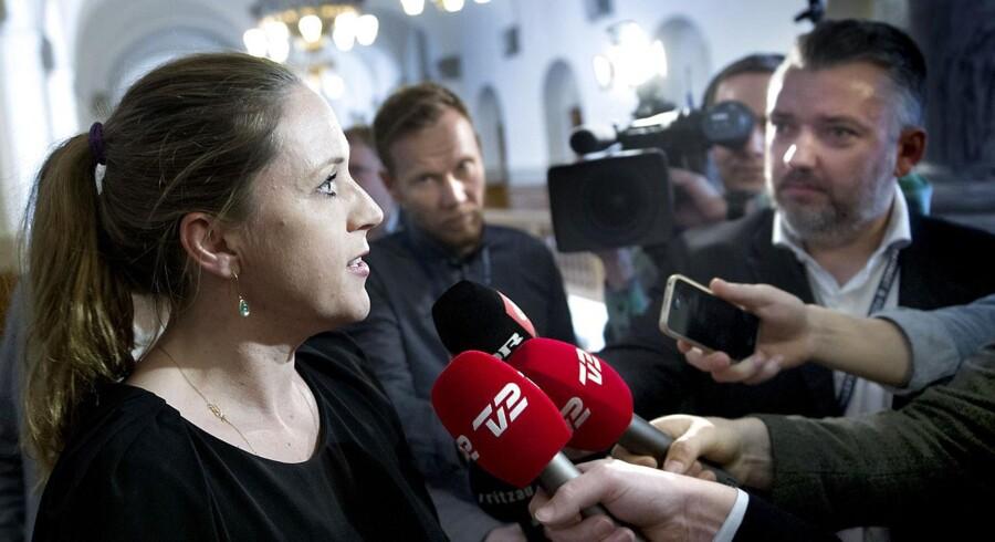 Justitsminister Karen Hækkerup (S) vil gerne forbyde rockerborge, men det forhindrer grundloven.
