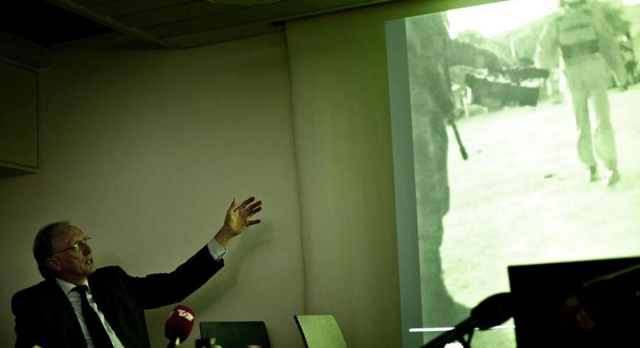 18. oktober 2012 Efterretningsofficer Anders Kjærgaard holdt pressemøde sammen med advokat Christian Harlang den 18. oktober 2012, hvor han (Harlang, red.) her viser video-optagelsen optaget af danske soldater i Irak. Optagelsen viser, at soldaterne overværer overgreb fra irakiske soldater på lokale irakere.