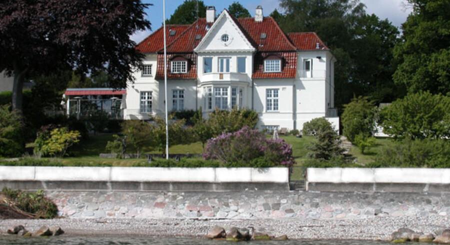 Dette hus på Vedbæk Strandvej er til salg til den nette sum af 50.000.000 kroner.