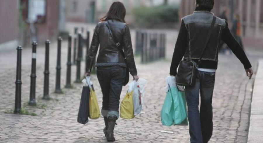 Forbruget falder under krisen, og det kan også aflæses på statistikken over dyre forbrugslån og kontokort.