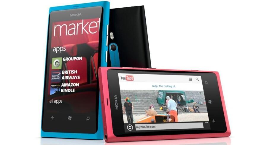 Sådan ser den ud, den nye Lumia 800, som er Nokias første telefon med Windows Phone som styresystem.