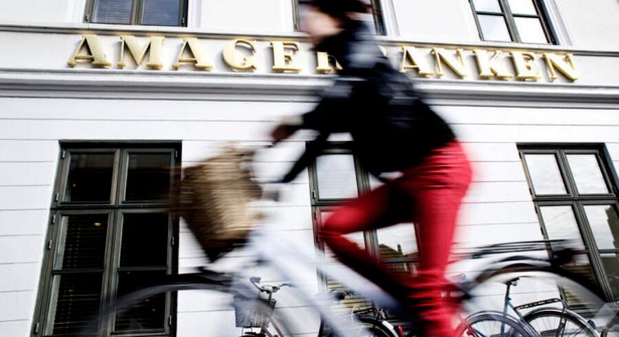 Amagerbankens aktie har fået et stærkt comeback i år - men tabene fra sidste år vejer stadig tungt.