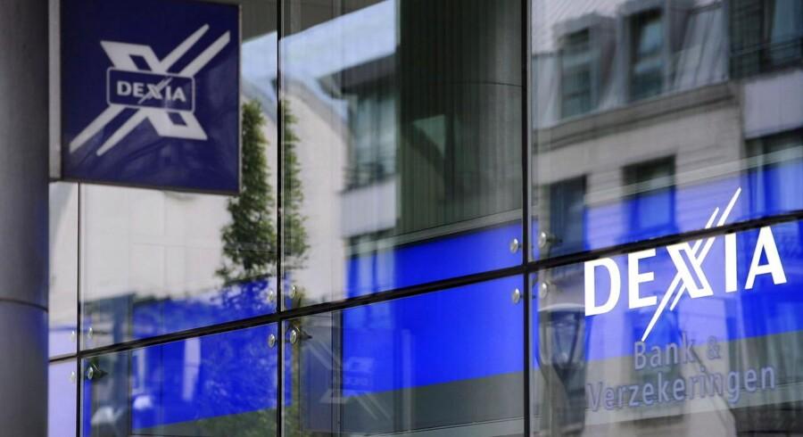 Efter flere dages rygter om store problemer og tilsvarende kursfald har den fransk-belgiske bank Dexia måttet kaste håndklædet i ringen og skal nu afvikles.
