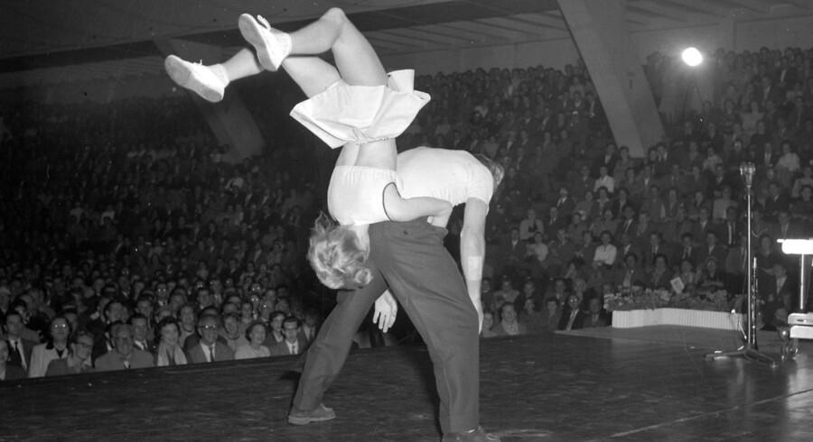 Der danses til rock'n'roll i KB-Hallen i 1956.