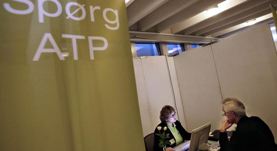 Danskerne skal kunne vælge at indbetale ATP-pengene til deres arbejdsmarkedspension, mener Sampension og Danica Pension.
