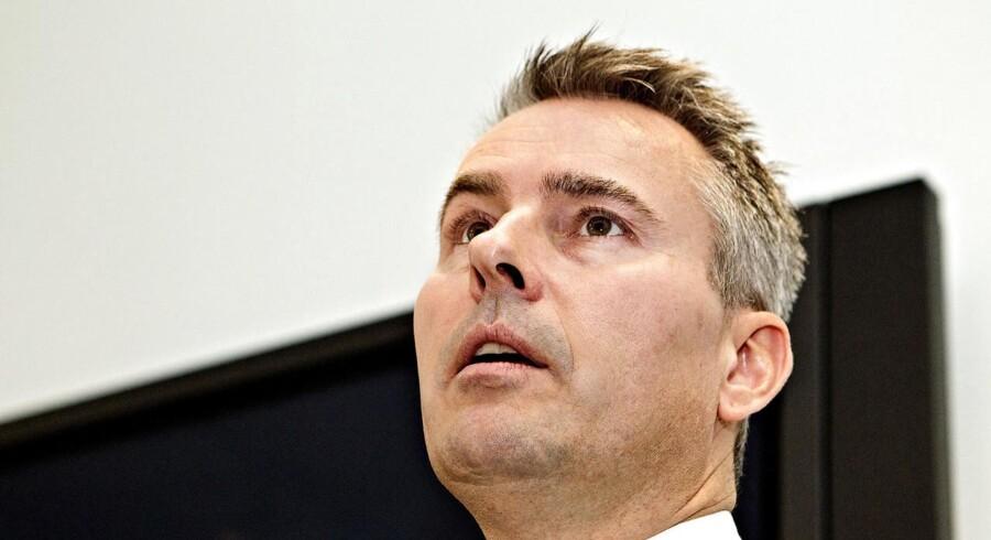 Erhvervs- og vækstminister Henrik Sass Larsen mener det kan blive billigere at være bankkunde.