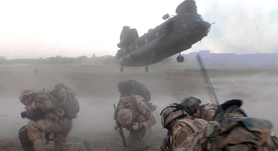 I et nyt dokumentarprogram fra BBC Panorama berettes om den britiske soldat Dan Collins, der tog sit eget liv efter hjemkomsten til Storbritannien. En opgørelse lavet i forbindelse med programmet viser, at flere britiske soldater og veteraner tog deres eget liv, end der var landsmænd, der mistede livet i kamp i Afghanistan i 2012. Foto: Scanpix og BBC Panorama.