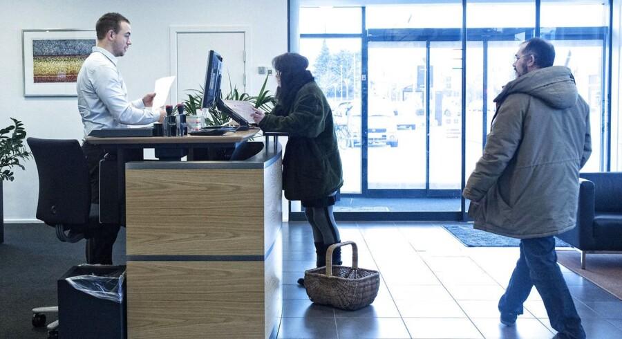 Ledelsen i Fynske Bank betegner er tilfredse med overskuddet, men må alligevel præcisere forventningerne til helåret i nedadgående retning.