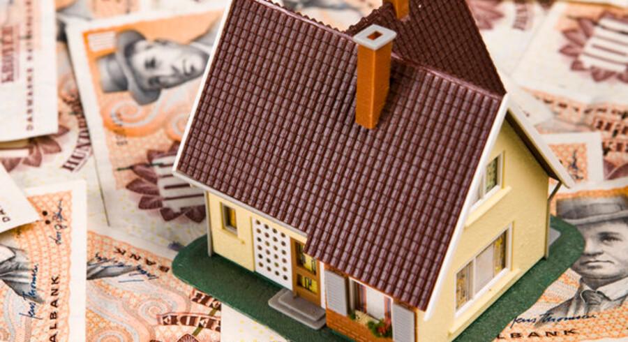 Boligejere med etårige, variabelt forrentede lån kan denne gang se frem til en store besparelse. Renten bliver mere end halveret i forhold til sidste år.
