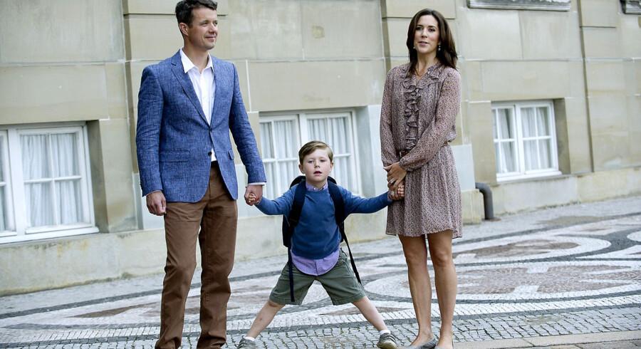 Hans Kongelige Højhed Prins Christian er fredag den 12. august sammen med sine forældre, kronprins Frederik og kronprinsesse Mary, på vej til sin første skoledag i 0. klasse på Tranegårdsskolen.
