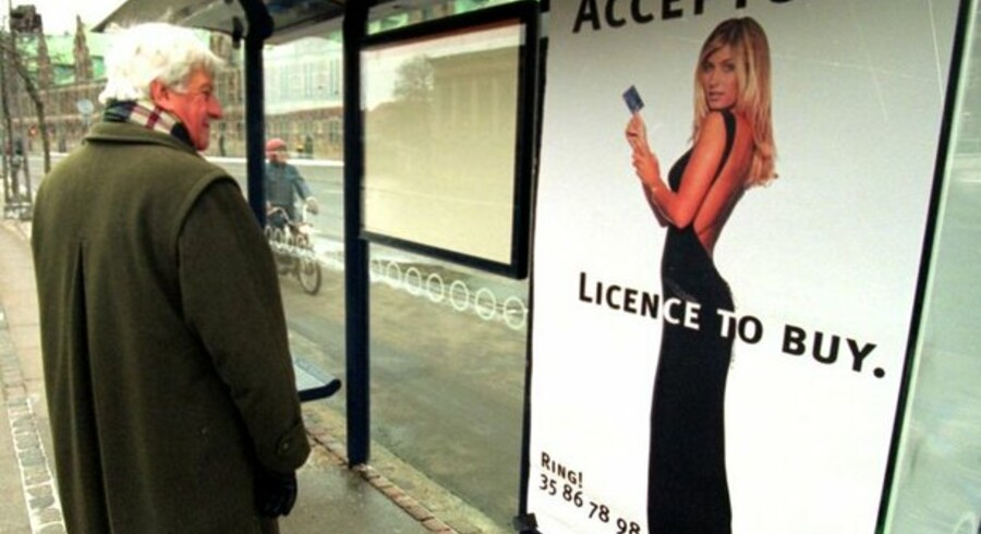 Sådan så det ud, da Tina Kjær i 1990erne reklamerede for et købekort. Nu vil Forbrugerombudsmanden stramme op på butikkernes information om udgifterne ved at købe på kredit.