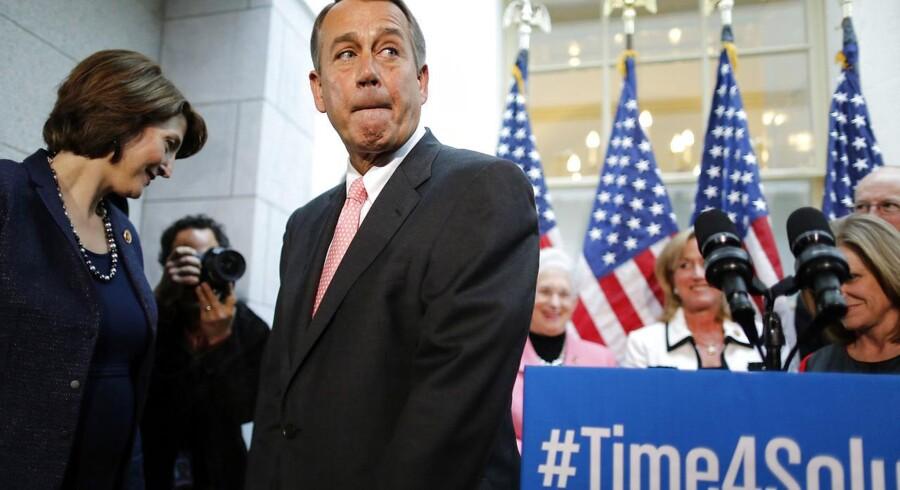 John Boehner - republikanernes leder i Repræsentanternes Hus - går torsdag aften til forhandlinger med præsident Barack Obama om en midlertidig omgåelse af gældsloftet.