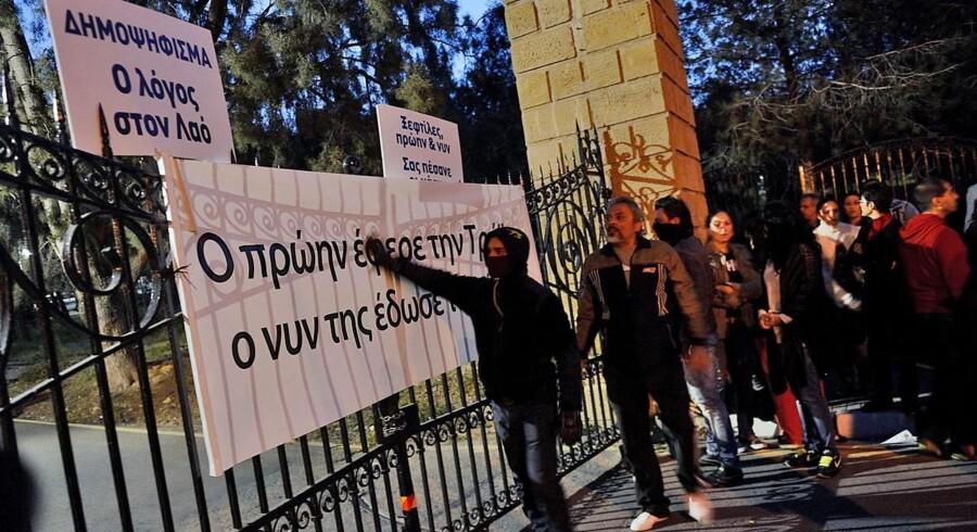Der var i går demonstrationer i Cyperns hovedstad Nicosia mod skatten på borgernes opsparing i bankerne.