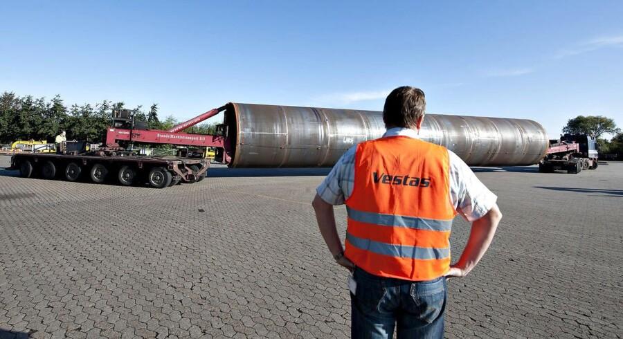 Fabrikken i Varde producerer tårne i stål til Vestas vindmøller.