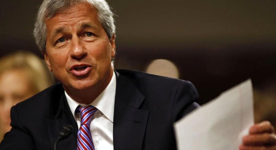 Jamie Dimon er både formand og administrerende direktør for JP Morgan Chase, og det møder nu kritik.
