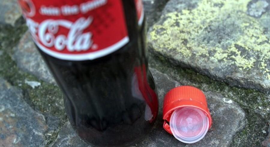 Priserne er så langt nede, at sodavandsproducenterne taber 5 til 6 kr. hver gang der langes 1,5 liter sodavand over disken.