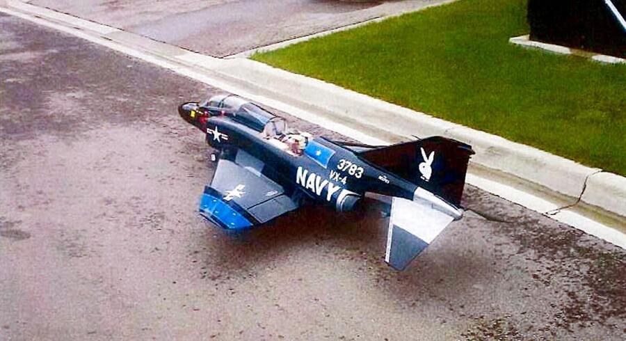 FBI-agenter hjalp den unge Rezwan Ferdaus med at udtænke ideen om at fylde dette modelfly med plastisk sprængstof og flyve det ind i Pentagon. Foto: AFP