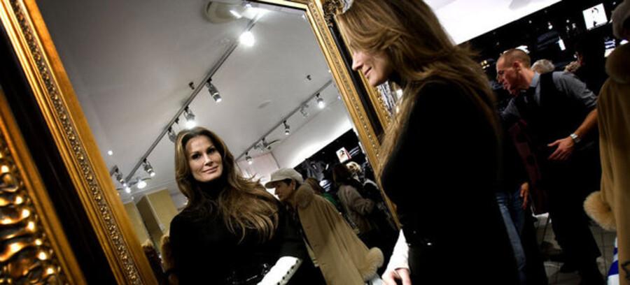 De små butikker i storcentrene beder om hjælp til at klare økonomien. Her ses Isabell Kristensen, da hun åbnede sin butik i Lyngby Storcenter.