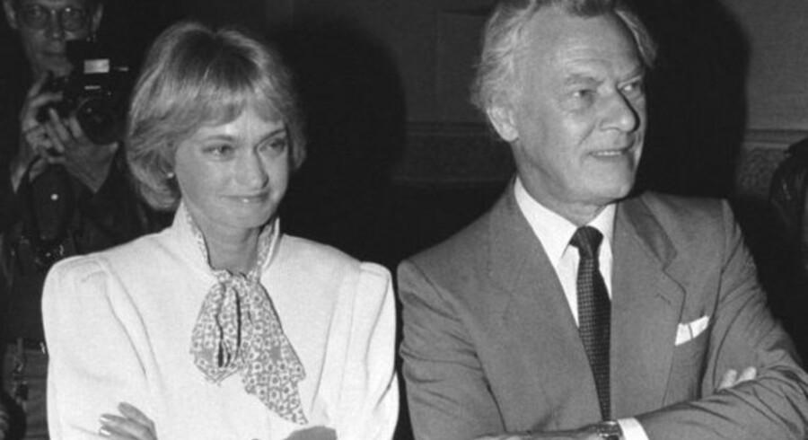 Poul Schlüter med Pia Kjærsgaard ved sin side efter udskrivelse af valget i 1987. Den konservative statsminister havde netop ændret skattesystemet i forbindelse med kartoffelkuren - den dag i dag har Danmark verdens højeste skattetryk.