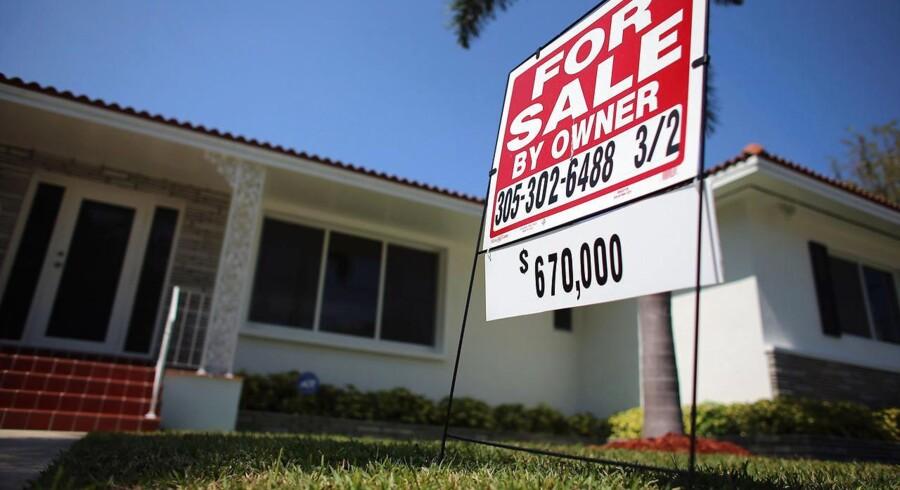 Det amerikanske boligmarked er langsomt ved at rejse sig igen efter kollapset i 2008. Nogle steder går det dog hurtigere end andre. Her et hus til salg i Miami, Florida.
