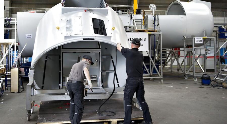 Siemens Wind Power og GE Wind står stærkt, fordi kunderne stoler mere på konglomeraternes finansielle styrke end de rene vindmøllefabrikker som Vestas.
