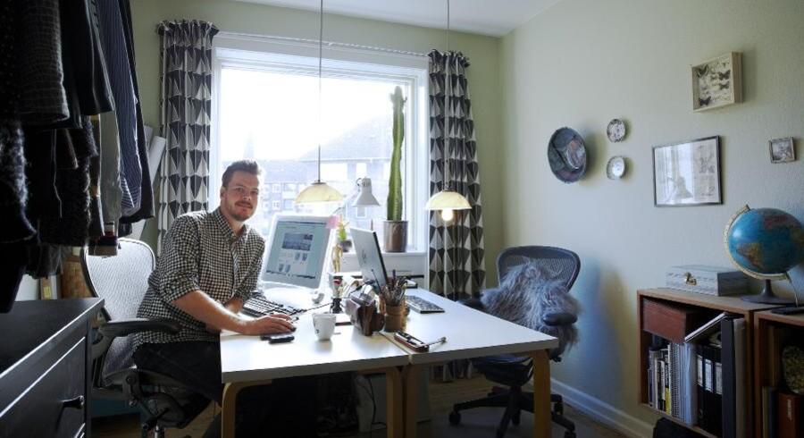 Nyindkøbet i hjemmet er to Aeronkontorstole, der ifølge Magnus Sangild har givet kontorpladsen et kæmpe løft, fordi man sidder helt fantastisk.