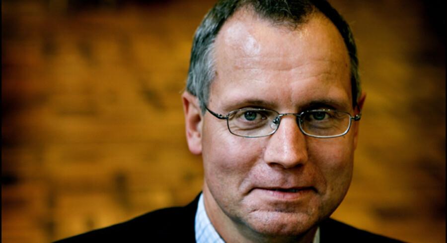 »Det er administrativt umuligt at lade kursværnet følge udviklingen til punkt og prikke,« siger adm. direktør Henrik Ramlau-Hansen.
