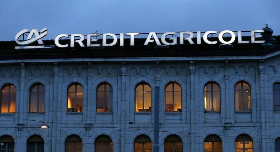 Crédit Agricole, der er Frankrigs næststørste bank, kom pænt ud af fjerde kvartal sidste år, hvor banken tjente flere penge end ventet.