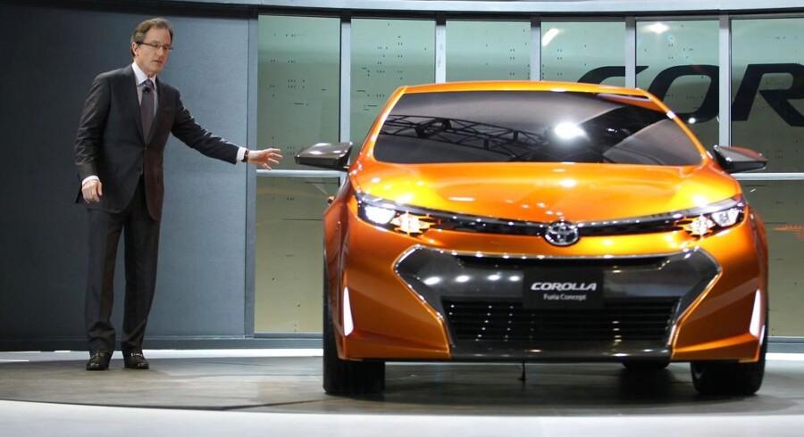 Vicepresident Bill Fay fremviser Toyota Corolla Furia-konceptet på North American International Auto Show i Detroit.